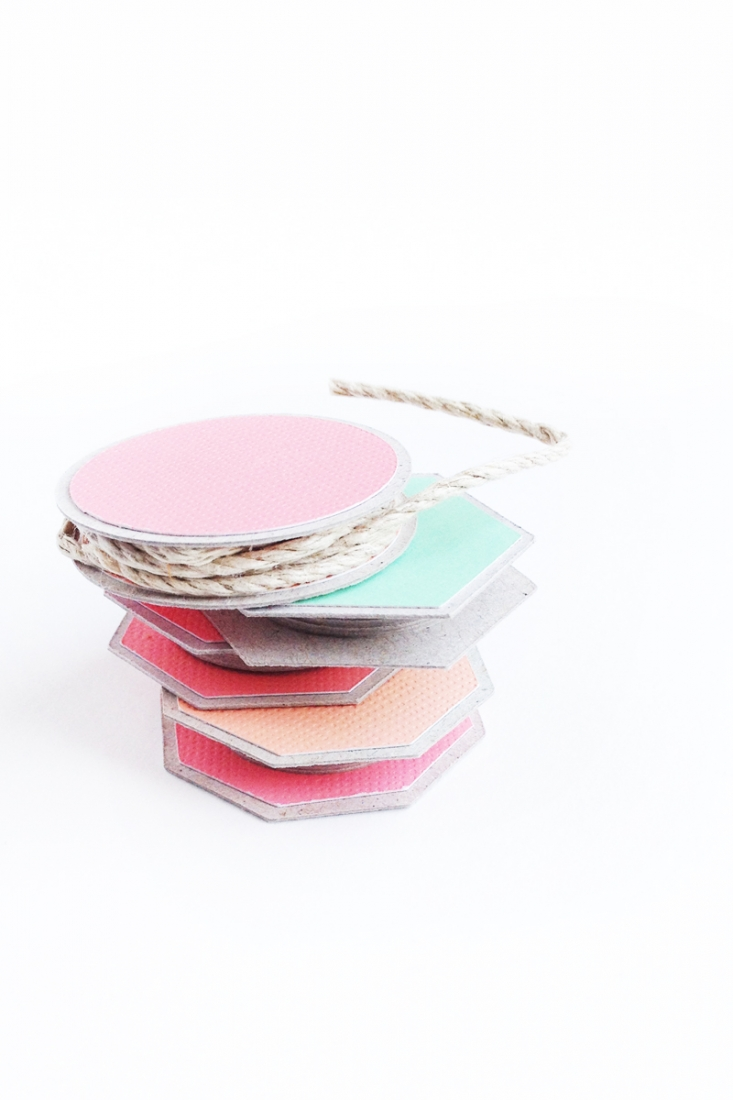 DIY Geometric Spools on Maritza Lisa - create these little spools for all your string, twine and ribbon storage! Click through for the tutorial...