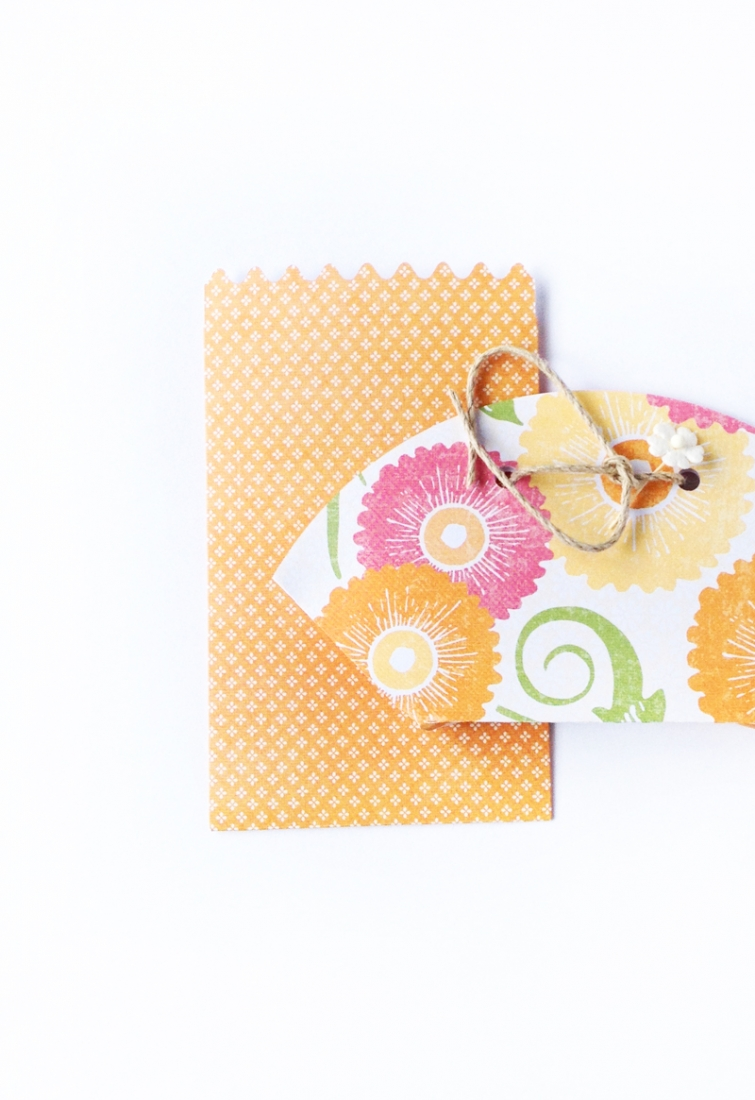 DIY Paper Pouches - Maritza Lisa: Create your own mini paper pouches! This free download will help you make your own cute gift embellishments and favor/treat bags. Click through for the tutorial...