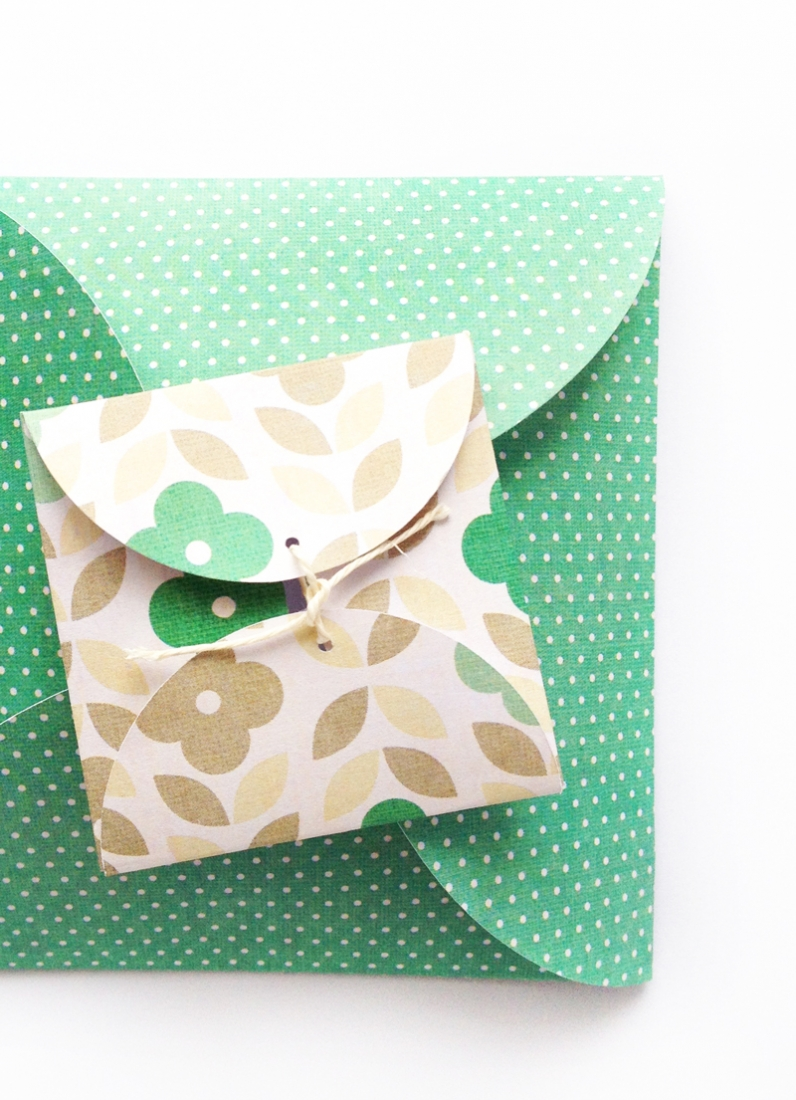 DIY Scalloped Envelopes - Maritza Lisa: These versatile scalloped envelopes are great additions to your stationery collection. Click through for the tutorial