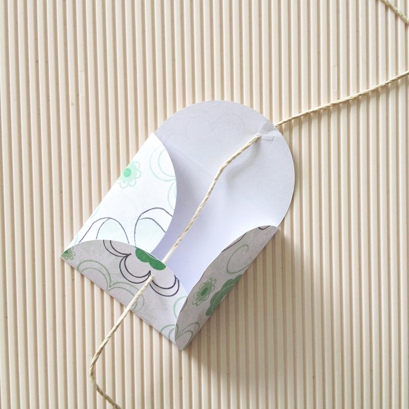 DIY Scalloped Envelopes - Maritza Lisa