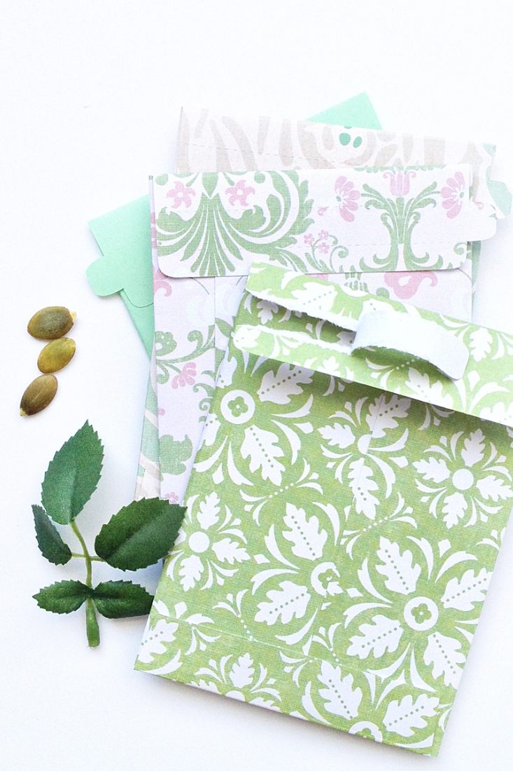 DIY Tear- Away  Seed Envelopes on Maritza Lisa - Create your tear-away seed envelopes with this free cut file. Click through for the tutorial!