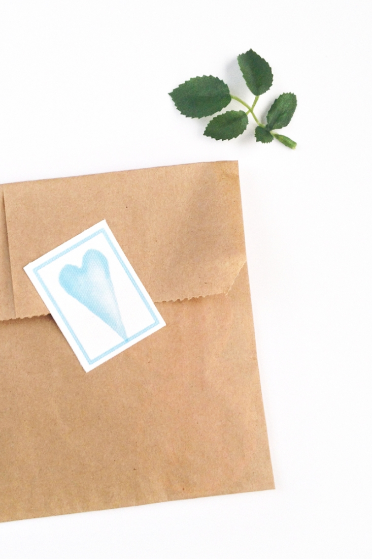DIY Watercolor Heart Canvas Seals - Create your own watercolor labels or stickers with a watercolor image and printable canvas. Click through for the tutorial!