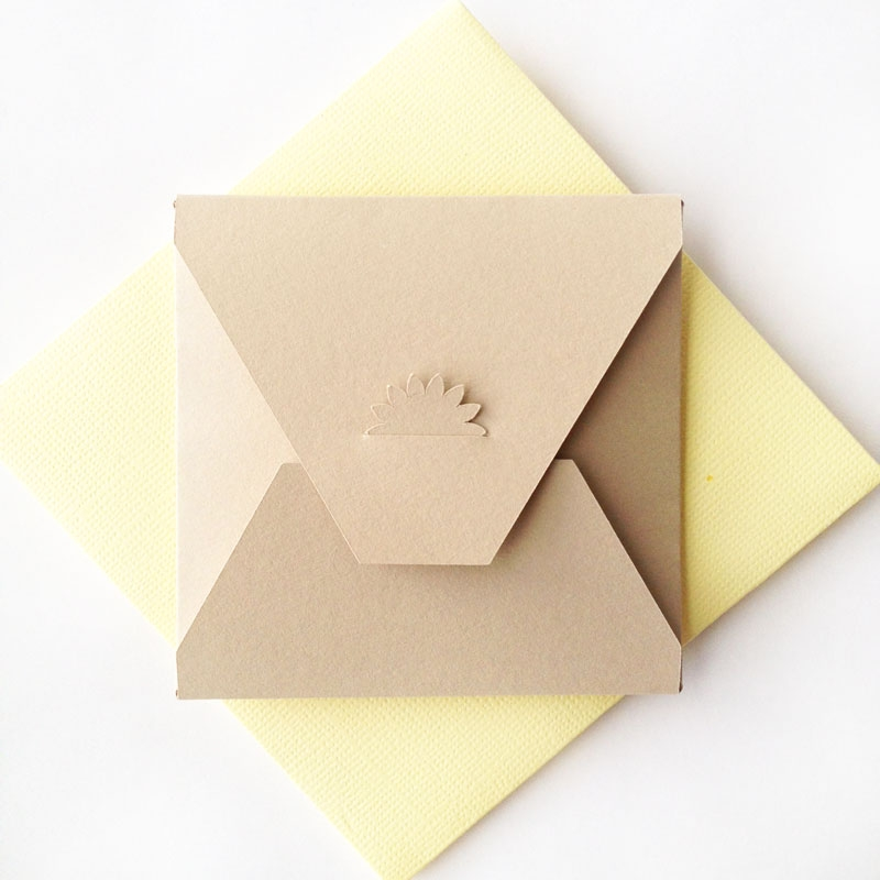 DIY Flower Tabbed Envelopes - Maritza Lisa: Create your own stationery with this envelope tutorial. These little envelopes are perfect for little notes and greetings. Click through for the tutorial