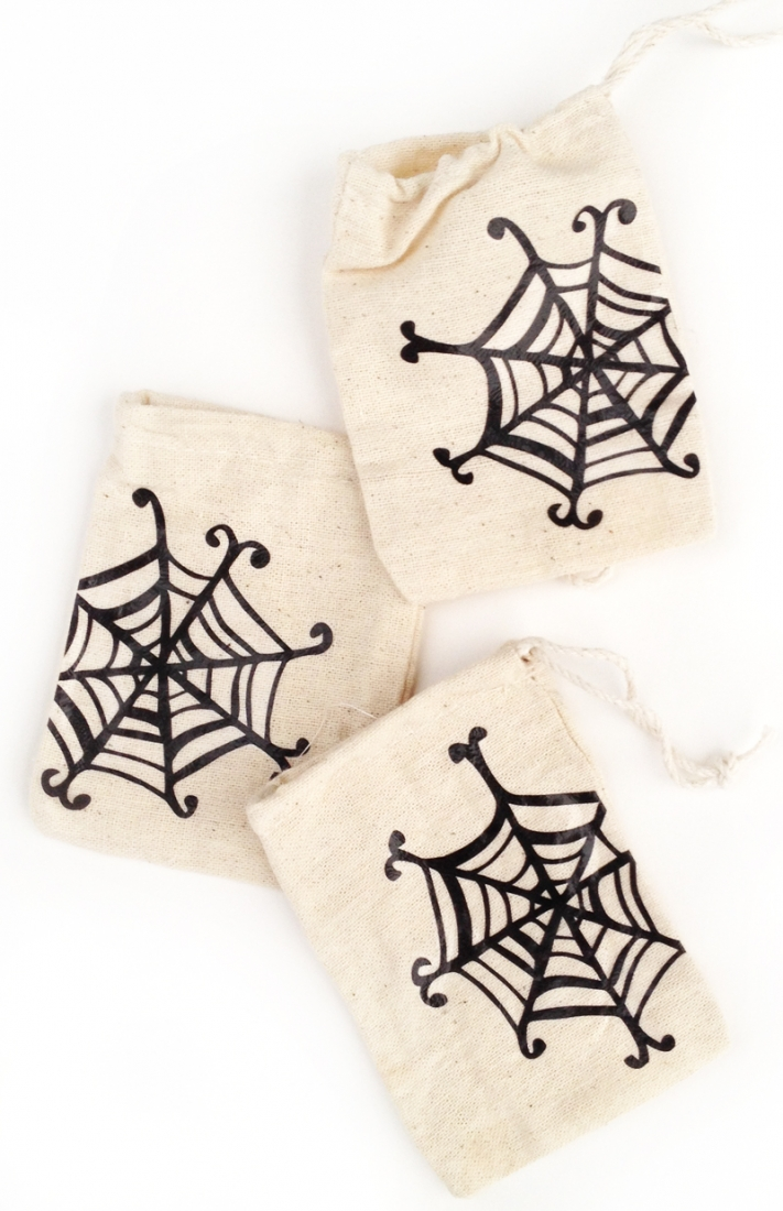 DIY Spider Web Halloween Treat Bags - Maritza Lisa