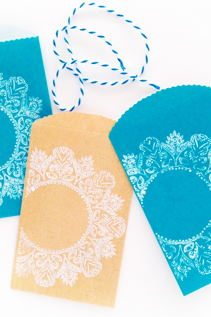 DIY Treat Bags with Ornate Frames - Maritza Lisa - Use your Silhouette cutting machine to sketch these ornate frames on your treat bags - click through for tutorial!