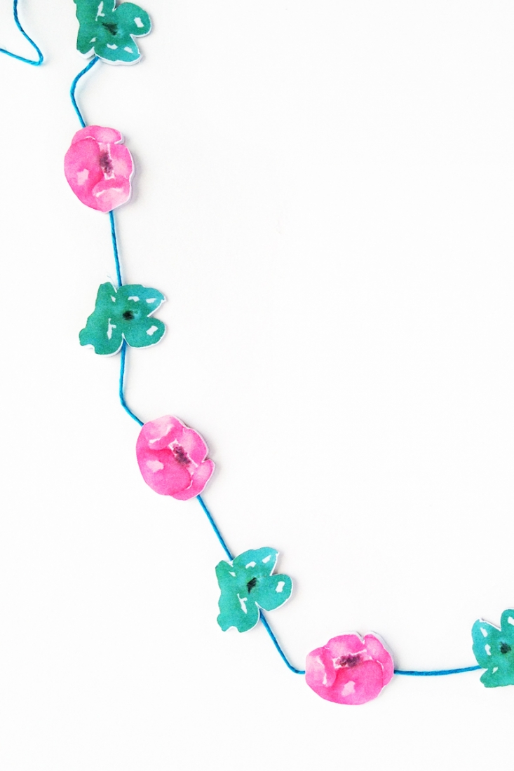 DIY Mini Watercolor Flower Garland - Maritza Lisa: Use these free gorgeous watercolor images to create your own floral garland. Perfect for gifts! Click through for the tutorial...