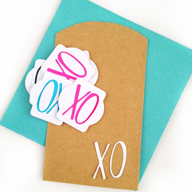 A Silhouette CAMEO (or Portrait) Tutorial : DIY Valentine's Slider Tags - MaritzaLisa