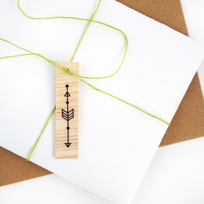 DIY Packages - Wooden Tags with Arrows - Maritza Lisa: Create your own Wooden Arrow Tags with this DIY Packages tutorial. These tags will add a lovely natural texture to all your packages. Click through for the tutorial | Balsa Wood Tags
