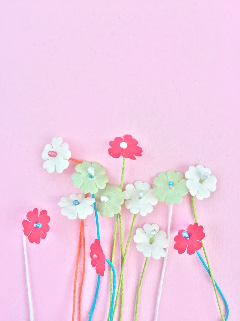 DIY Paper Flower Stamens - Maritza Lisa: If you make your own paper flowers, this DIY Paper Flower Stamens tutorial is perfect for you. You won't believe how easy it is! Click through to make your own in minutes.