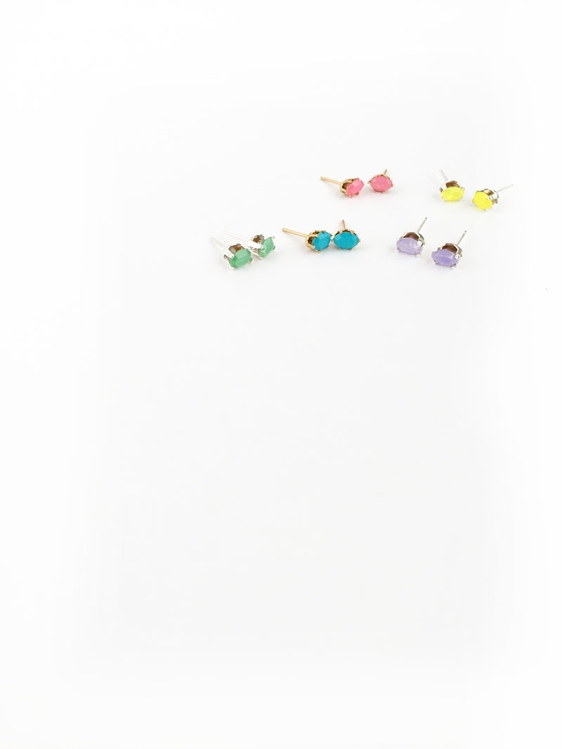 Easy DIY Earrings with Brightly Colored Gems : Create Your Own Stud Earrings with Brightly Colored Gems . This easy tutorial is perfect and takes no time to make as gifts or for yourself. Click through to make your own...