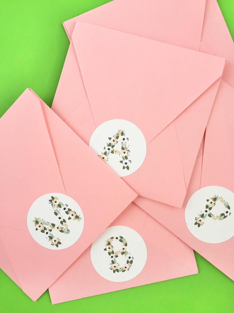 DIY Floral Monogrammed Labels - Maritza Lisa: Add the perfect floral touch to your pretty packages with these diy floral monogrammed labels or seals. Click through for the tutorial