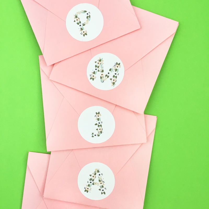DIY Floral Monogrammed Seals - Maritza Lisa: Add the perfect floral touch to your pretty packages with these diy floral monogrammed labels or seals. Click through for the tutorial