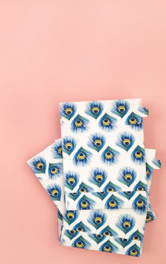 DIY feather pattern and seed envelopes - create your own feather pattern and make some seed envelopes (with this free cut file) too... click through for the tutorial...