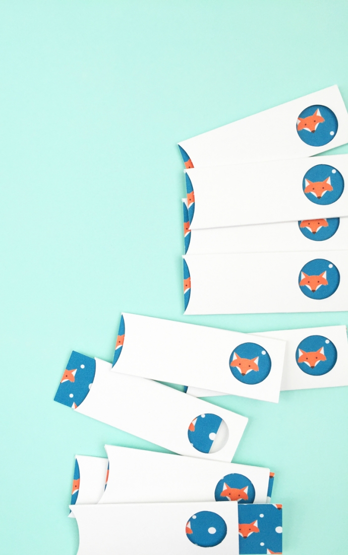 DIY Fox Tag and Sleeve Set - Maritza Lisa: Looking for a little Fall DIY? Then use this free cut file and tutorial to create these sweet little DIY fox tags and matching sleeves