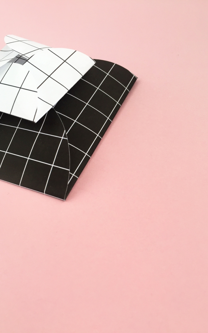 DIY Grid Scalloped Envelopes - Maritza Lisa: Create your own scalloped envelopes with this modern black and white grid pattern. Click through for the step-by-step tutorial...