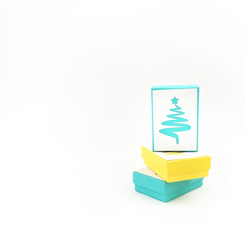 DIY Christmas Tree Gift Box - Maritza Lisa: Create your own festive holiday gift toppers with Christmas trees. Click through for the tutorial