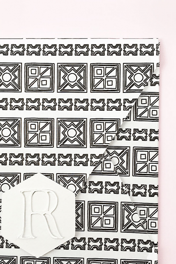 DIY Hexagon Monogrammed Seals - Maritza Lisa: These pretty little seals have a faux embossed feel to them and will look perfect on your envelopes and packages. Click through to make your own!