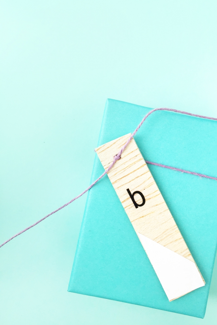 DIY Minimal Monogrammed Wood Tags - Maritza Lisa: If you like simple packaging with a personal touch, then these minimal wood tags are for you. Click through for the tutorial