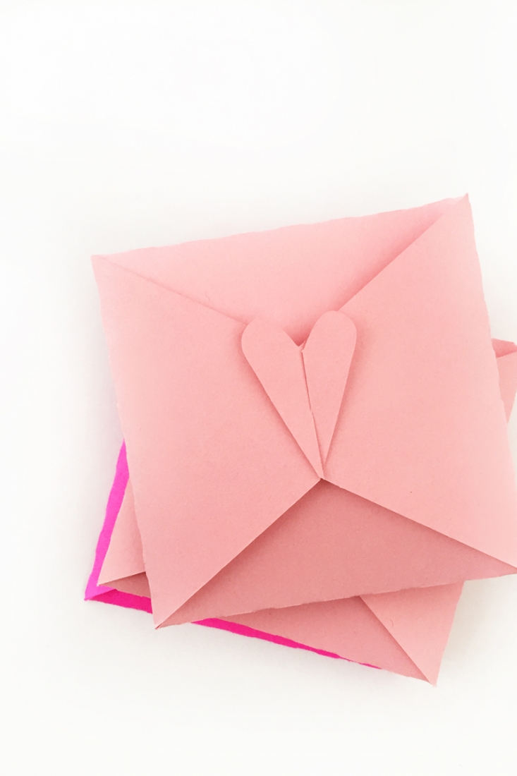 DIY Heart Envelopes - Maritza Lisa: Create your own heart tabbed envelopes with this free download - cut file or PDF file. Perfect for Valentine's! Click through to make your own