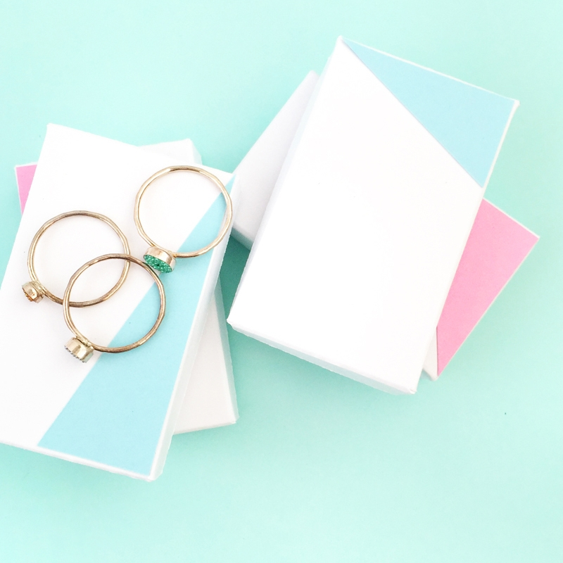 DIY Jewelry Gift Box - Maritza Lisa: Use this free download (PDF or Studio 3 cut file) to make your own Jewelry gift boxes just in time for Valentine's! Click through for the tutorial...