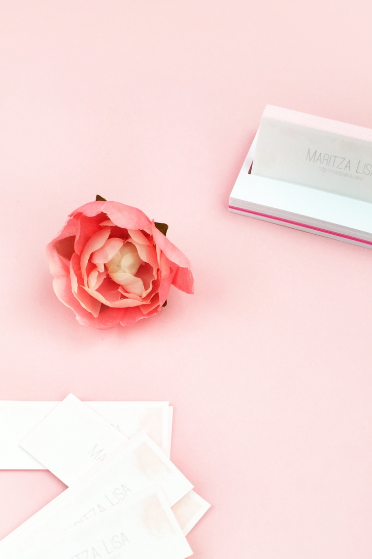 DIY Business Card Holder - Maritza Lisa: This business card holder is a minimal and easy paper craft. A perfect accessory for your desk! Click through for the tutorial...
