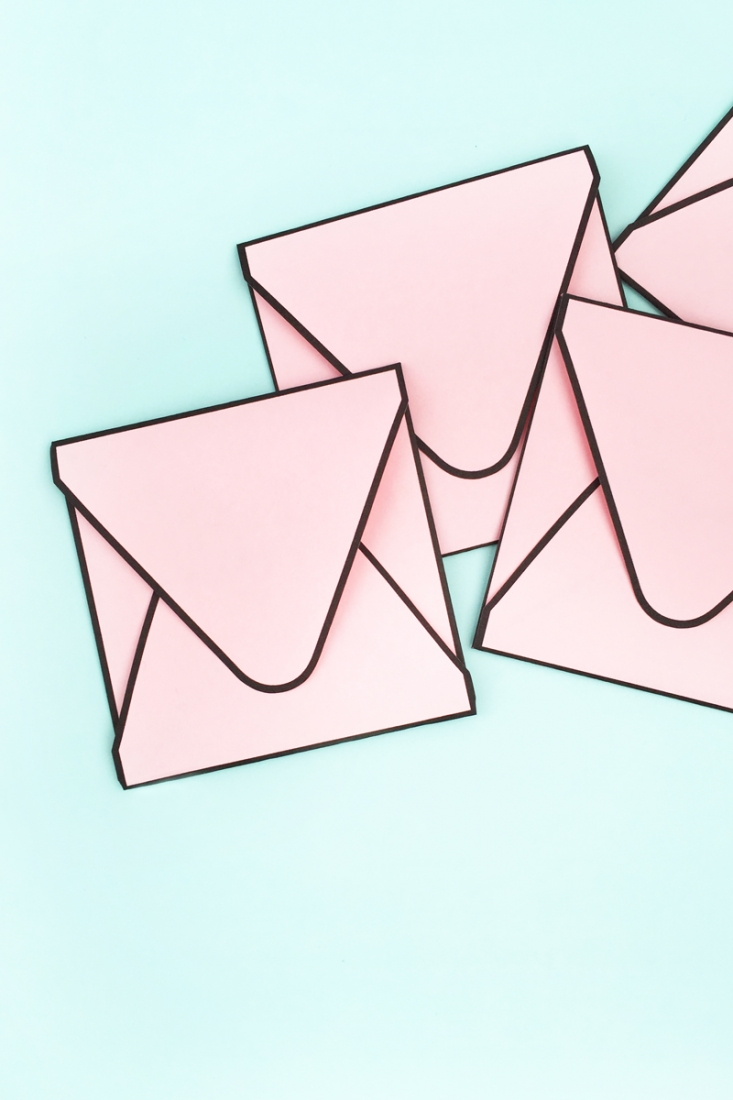 DIY Envelopes with Borders - Maritza Lisa: I'll show you an easy way to make your own envelopes with borders. Click through for the tutorial