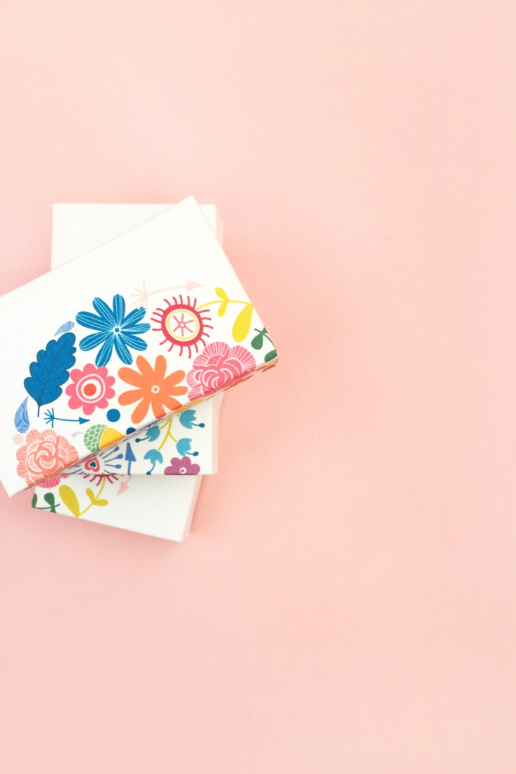DIY Floral Gift Boxes - Maritza Lisa: Decorate your gift boxes with these gorgeous floral graphics. Box template available for download...click through for tutorial