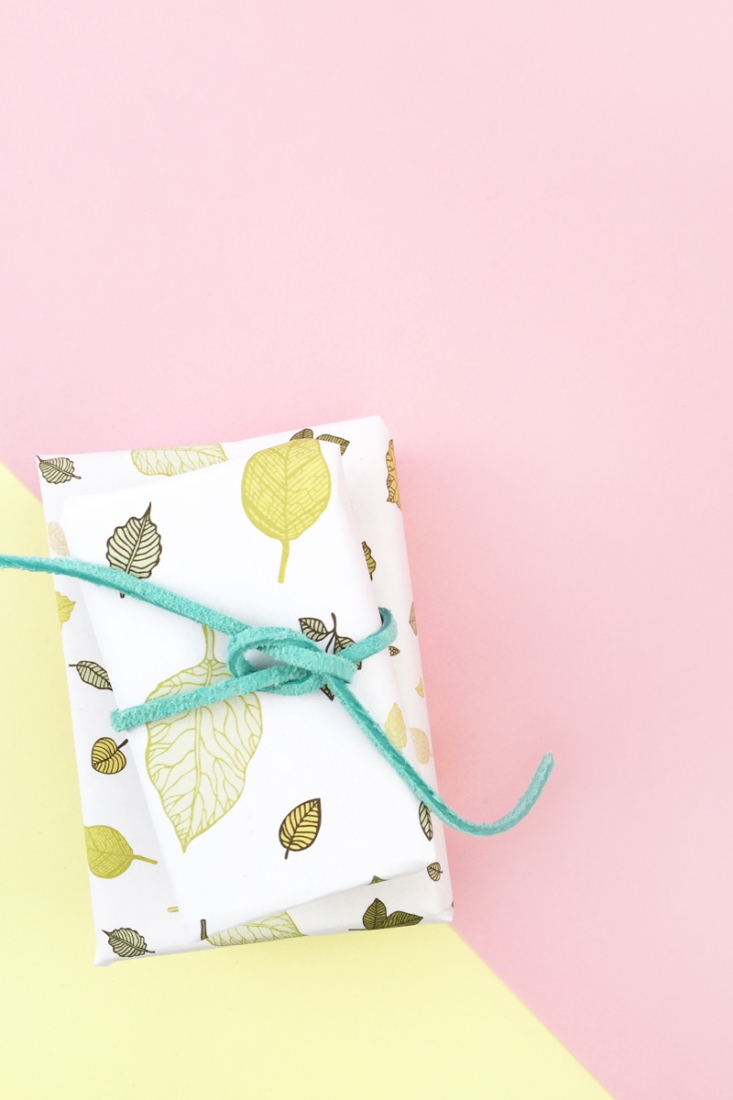 DIY Gift Wrap with Leaf Pattern - Maritza Lisa: Make your own wrapping paper or packaging with this tutorial. Click through for details!