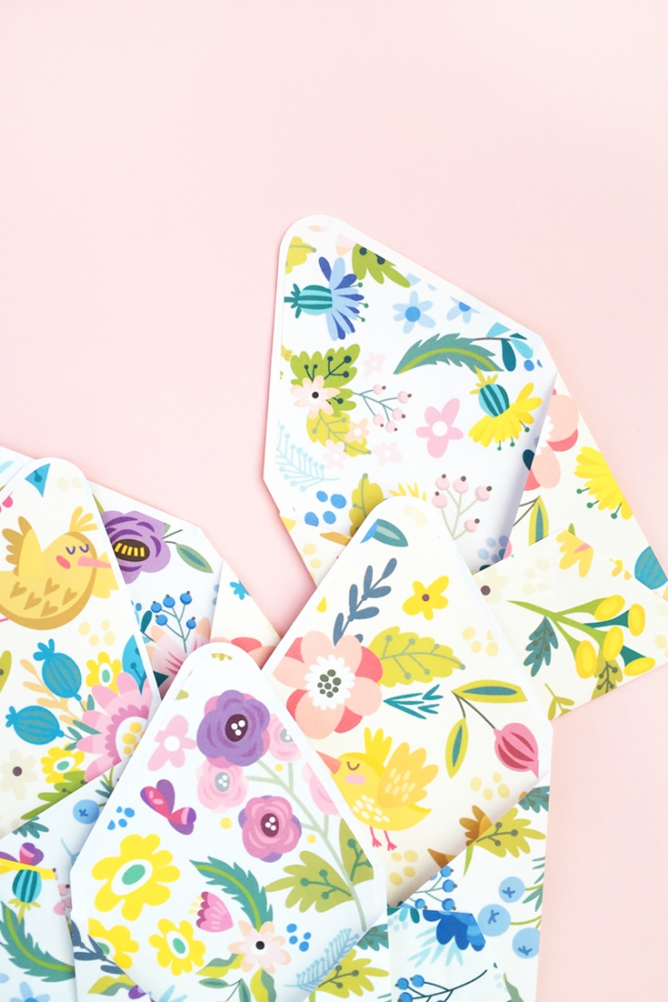 DIY Floral Envelopes and Liners on Maritza Lisa - Update your stationery collection for spring with these pretty floral envelopes and liners. Click through to make your own