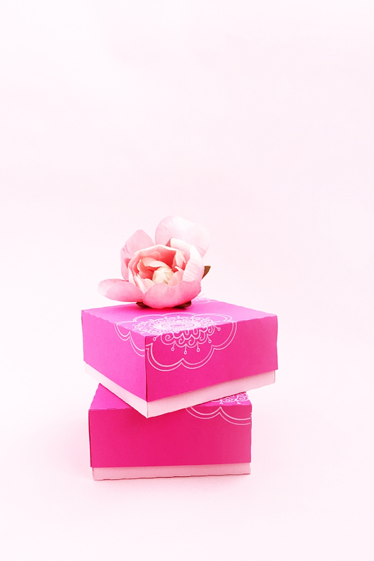 DIY Doodled Floral Gift Box on Maritza Lisa - Did you know that the Silhouette Curio can cut and sketch in one sweep? Click through to learn more about this double carriage feature!