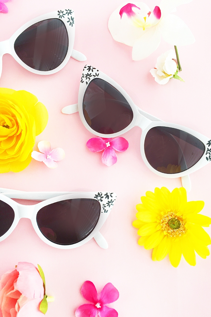 Now that the warmer (and sunnier!) weather is here, why not dress up your sunnies with this DIY Floral Sunglasses tutorial? Click through to make your own on Maritza Lisa!