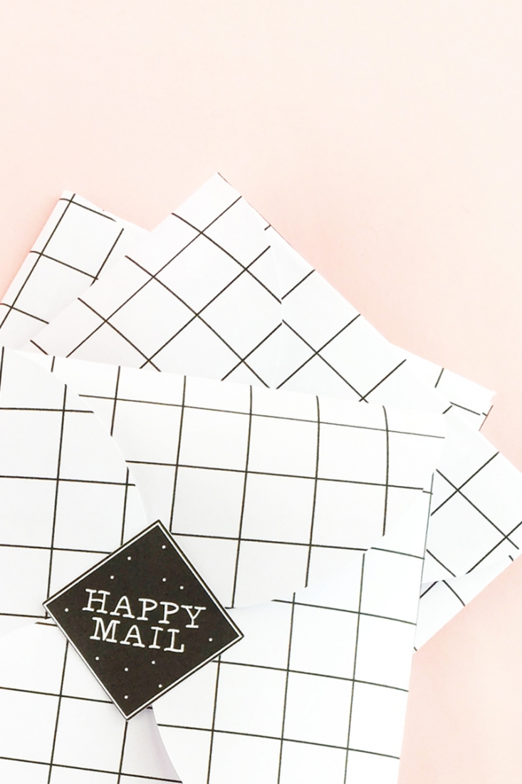 DIY Happy Mail Seals - Send your packages with these sweet seals. Your friends and family will love them. Click through for the tutorial on Maritza Lisa!