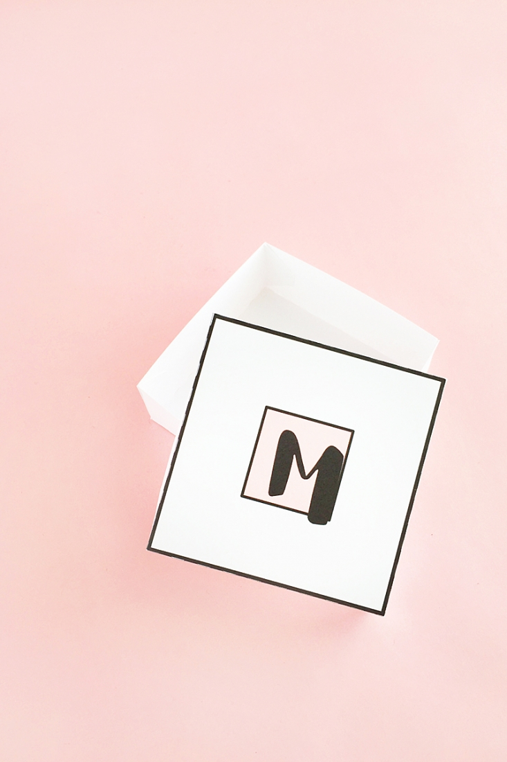 DIY Pastel Monogrammed Gift Boxes - Your friends and family love these personalized gift boxes. Click through for the tutorial on Maritza Lisa!