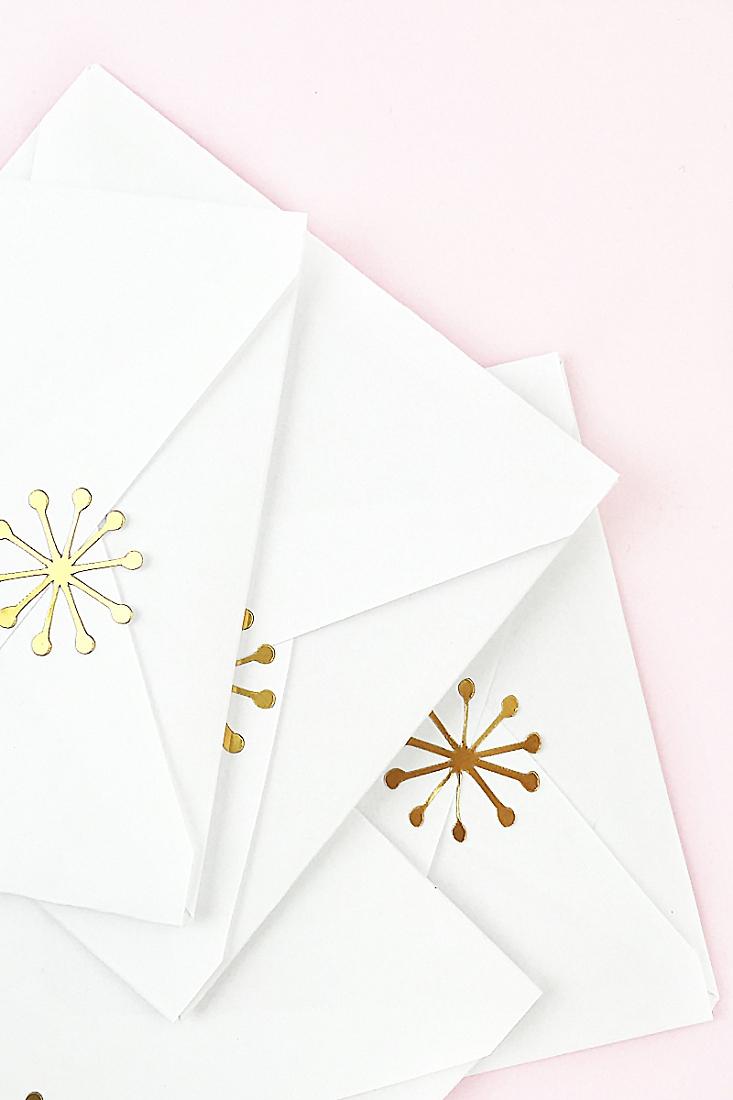 DIY-Metallic-Mod-Snowflake-Seals-Maritza-Lisa