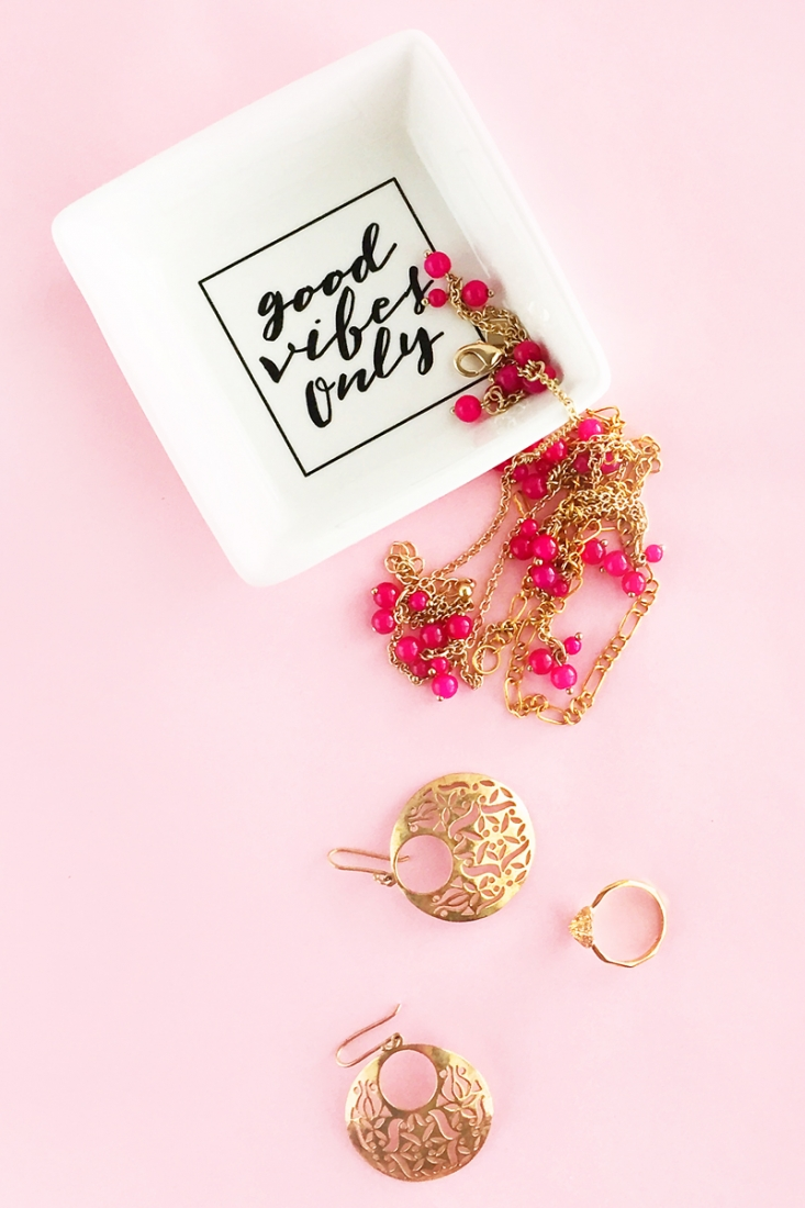DIY Good Vibes Only Trinket Dish - Maritza Lisa - Create your own customized catch all or jewelry dish with this quick diy. Click through for this diy and crafts tutorial!