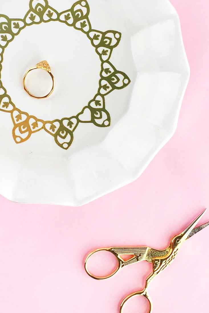 DIY Ring Dish With Gold Tattoo Paper - Maritza Lisa - Decorate your ring dish with temporary gold tattoo paper - Click through for the tutorial!