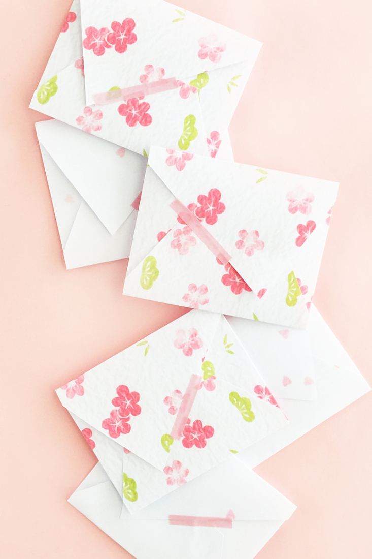 DIY Asymmetric Mini Envelopes - Maritza Lisa - Design your own envelope with Silhouette Studio! Click through for this DIY and Crafts tutorial!
