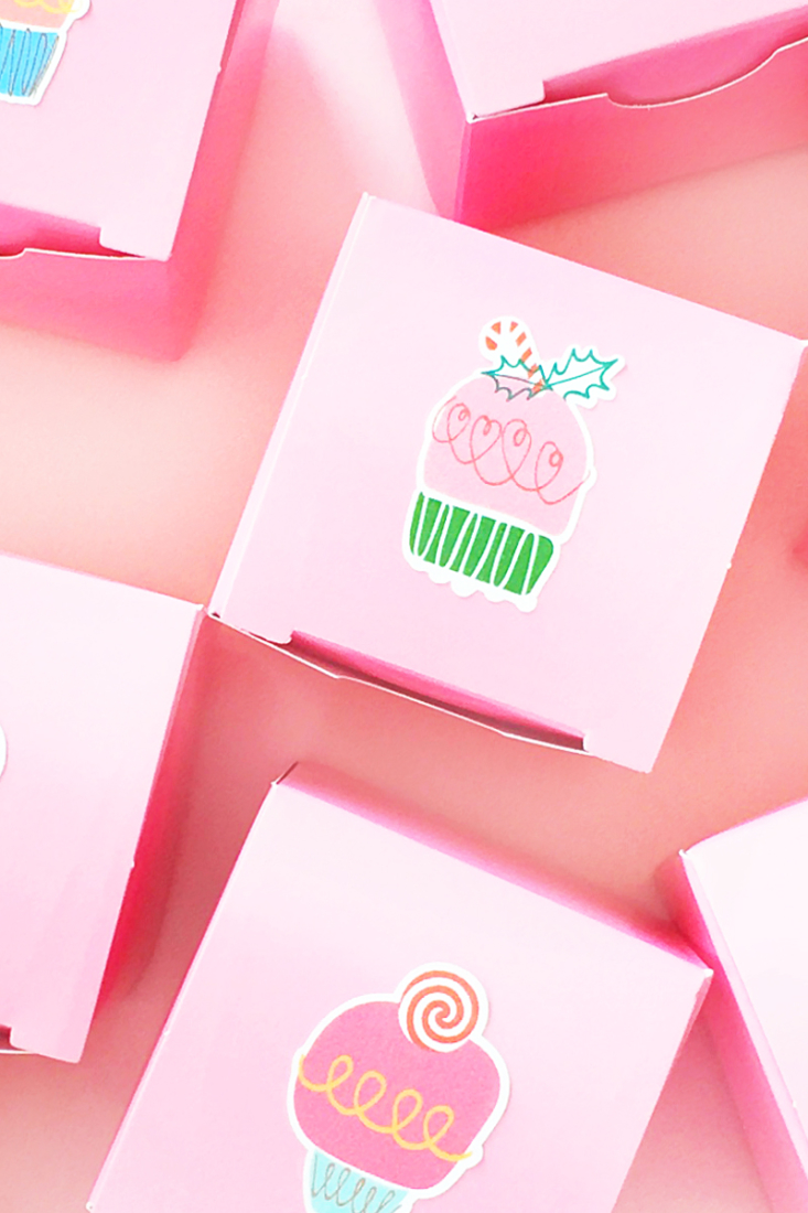 DIY Christmas Cake Stickers - Maritza Lisa - Decorate your packages with these sweet stickers for the holidays!